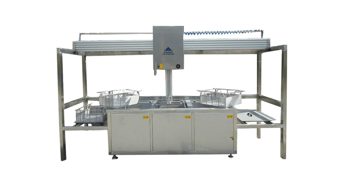 Lavadora de piezas por ultrasonidos con cestas y manipulación neumática 2