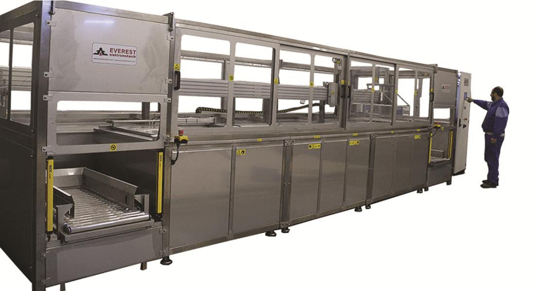 Máquinas de limpieza y lavadoras industriales de piezas multietapa con sistema automático de manipulación 1